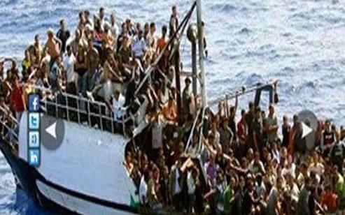 سفينة تقل مهاجرين عالقة أمام سواحل إيطاليا رغم اتفاق اوروبي