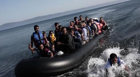 البحرية الملكية تنقذ 38 مهاجرا وتعثر على جثة