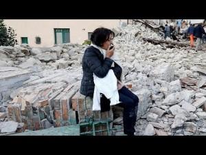 ناجون يتحدثون في مشاهداتهم في زلزال إيطاليا