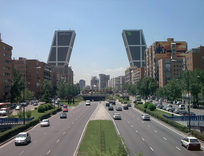 إسبانيا تقرر استئناف استقبال السياح في الصيف وكوفيد-19 يجتاح أميركا اللاتينية