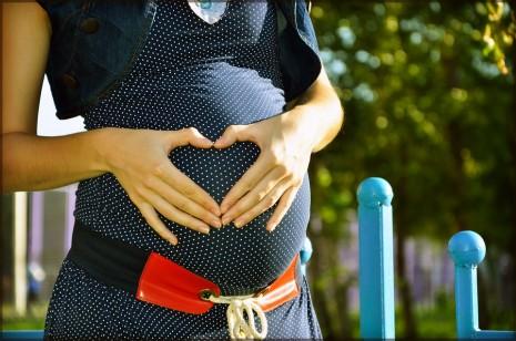 """دراسة تحذر.. """"كورونا"""" يؤثر على الحوامل!"""