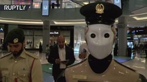 أول شرطي آلي في العالم بدبي