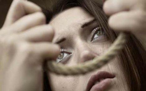 خبير نفساني يبرز علاقة الانتحار والأمراض النفسية بفصول السنة