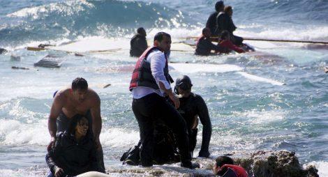 مخاوف من وفاة 117 مهاجراً بعد انقلاب قاربهم قبالة الساحل الليبي