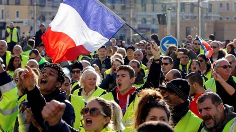 """تظاهرات هادئة ل""""السترات الصفر"""" في يوم اختبار للحكومة الفرنسية"""