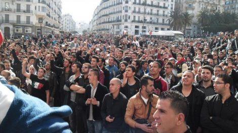 مئات الجزائريين يحتجون ضد ترشح بوتفليقة لولاية خامسة
