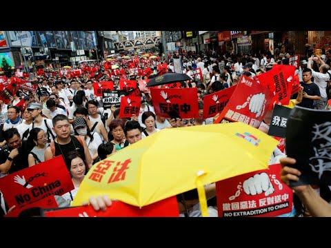 رئيسة السلطة التنفيذية في هونغ كونغ تقدم اعتذارا والتظاهرات مستمرة