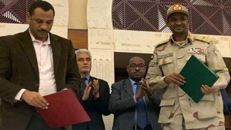 المجلس العسكري وحركة الاحتجاج يوقعان اتفاق المرحلة الانتقالية في السودان