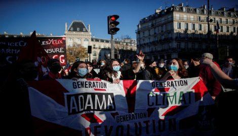 احتجاجات تجتاح فرنسا ضد قانون ينتهك الحريات